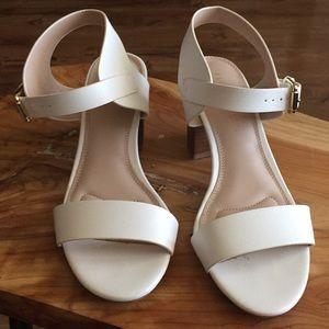 Kelly & Katie white heel sandals size 8.5